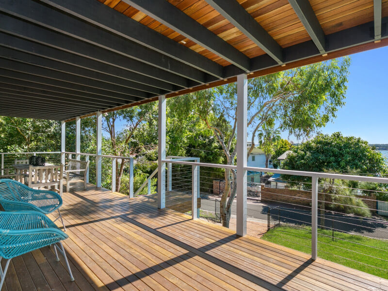 Loftus Bundeena Accommodation - Downstairs veranda